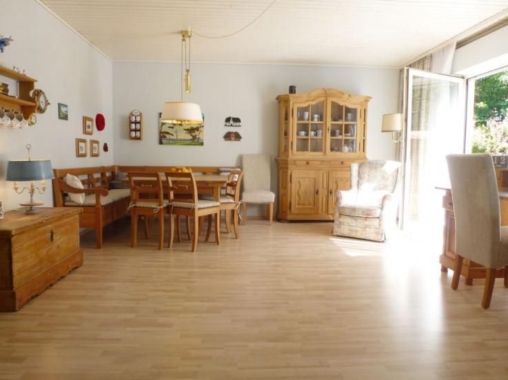 Geräumiger Essraum für die große Familie, mit Ausgang auf die Südterrasse und Garten.