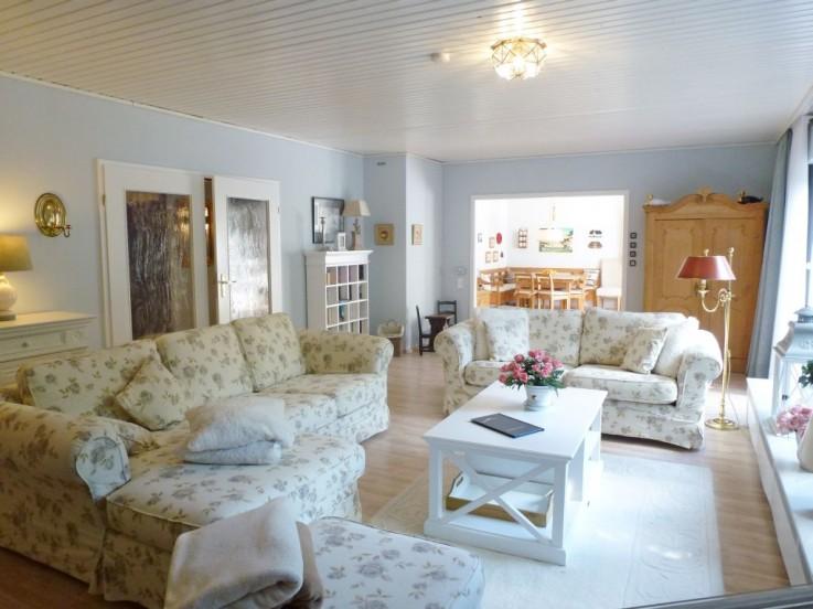 großzügiger Wohnbereich im Landhaus Kampidyll in Westerland