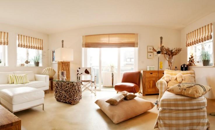Erste Etage: Warmes gem�tliches Wohnzimmer mit toller Atmosph�re mit Kamin und S�dbalkon sowie ein G�ste WC.