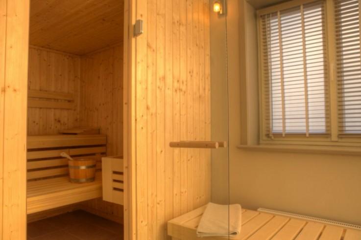 Traumhafter Wellnessbereich mit Sauna, Bad und Ruheraum im Ferienhaus Meerlust in Westerland.